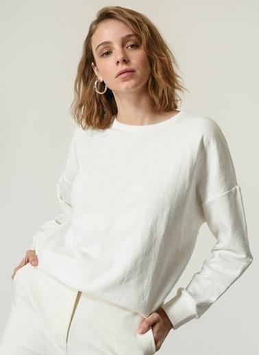 NGSTYLE NGSTYLE Kadın O Yaka Uzun Kollu Basic Sweatshirt Ekru